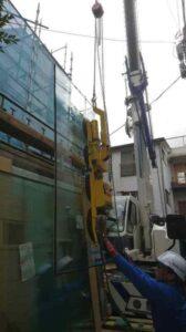 窓用大型ガラスの取り付け工事